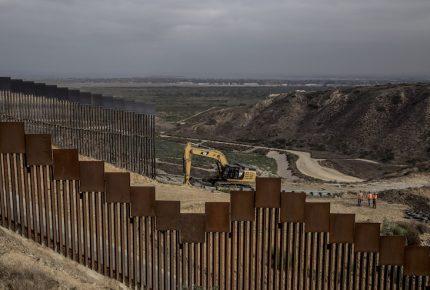 Pentágono libera 3 mil 800 mdd más para muro de EU con México