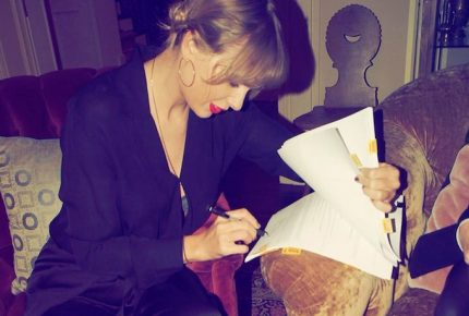 Taylor Swift se va de Sony Music, firma con Universal