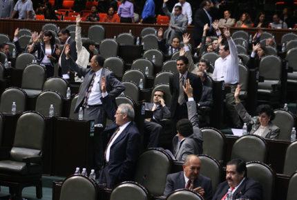 Aprueban modificar convocatoria para consejeros del INE