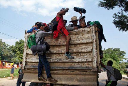 Aseguran camión con 30 migrantes en Oaxaca