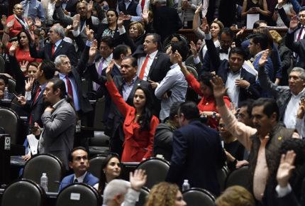 Diputados interpondrán controversia por salarios en INE