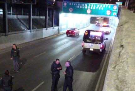 Balean a policía de CDMX en carriles centrales de Viaducto