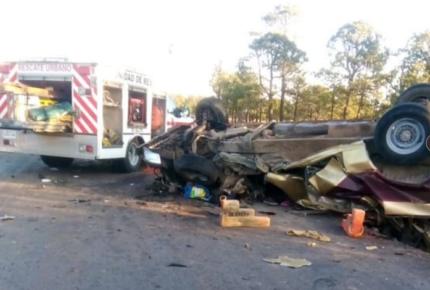 Choque deja ocho muertos y seis heridos en Durango