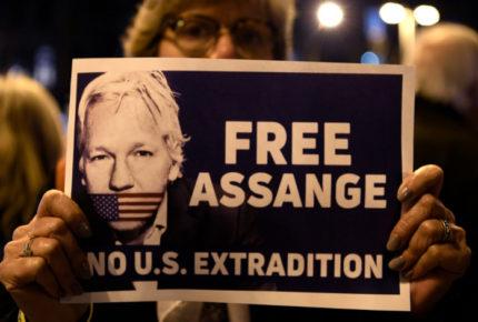 Defensa de Assange acusa a Trump de persecución en juicio de extradición