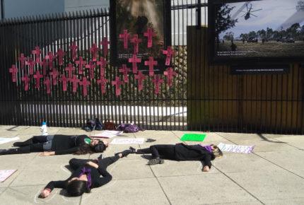 Frente al Senado feministas acusan oportunismo de partidos