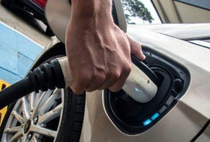 Reino Unido no venderá coches que usen gasolina y diesel en 2035