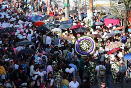 Vecinos y familiares se despiden de la pequeña Fátima