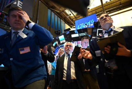 Datos de desempleo en EU le pegan a Wall Street