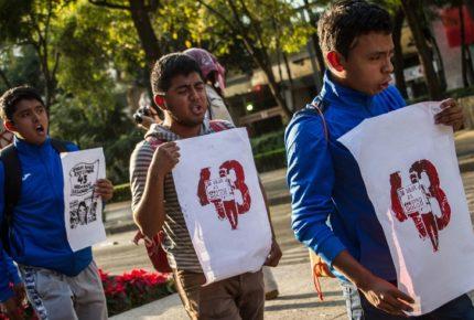 Detienen a exmarino por tortura en caso Ayotzinapa