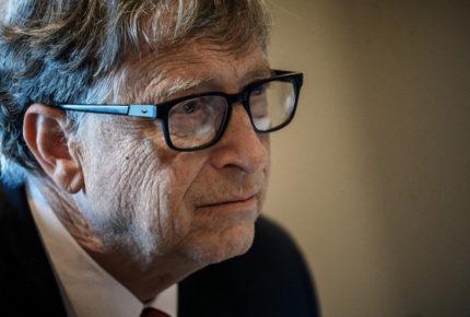 Bill Gates pide dar medicina a quien necesita, no quien pague más
