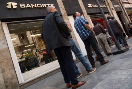 Utilidades de bancos se derrumban 36.3% en primer semestre