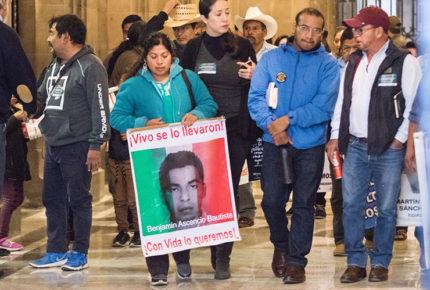 Ayotzinapa: piden a la UIF investigar a Karam, Zerón y Abarca