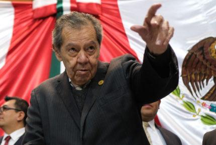 Muñoz Ledo llama 'hipócritas y lambiscones' a diputados morenistas