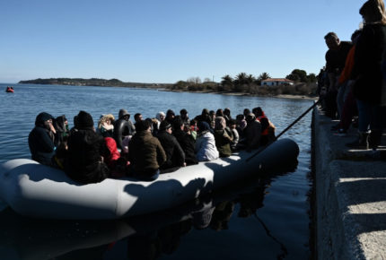 Rescatan a 160 migrantes que viajaban por el Mediterráneo