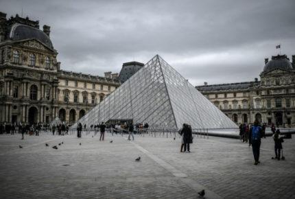 El Louvre de París cierra sus puertas por el coronavirus