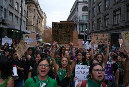 Paro nacional de mujeres enfrenta a dos generaciones