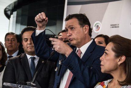 """Por """"espionaje"""", FGR clausura oficinas del PAN en Senado"""