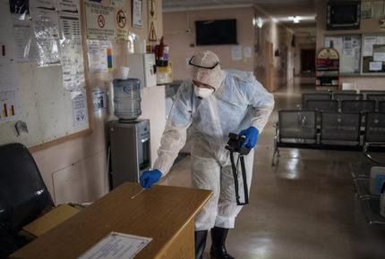 Los 'cazadores' de coronavirus protegen Sudáfrica