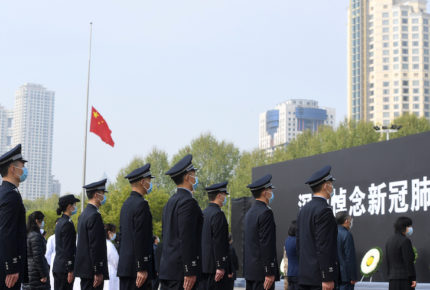 China vive día nacional de luto por víctimas de Covid-19