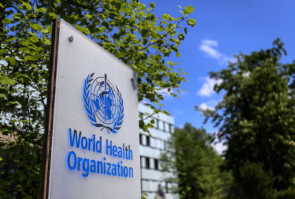 """Ante contagios, pandemia está en un """"punto crítico"""", advierte la OMS"""