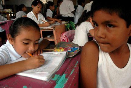 Padres exigen regreso ordenado y seguro a las aulas del país