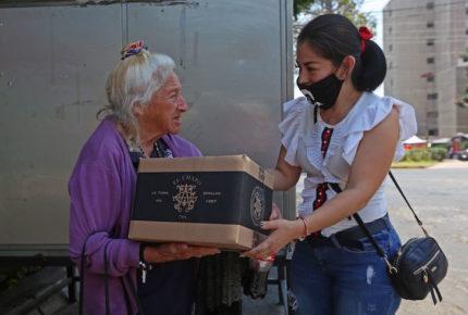"""Entregan """"chapo despensas"""" en Guadalajara"""