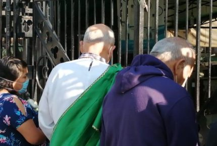 Pese a contingencia, fieles a San Judas Tadeo acuden a San Hipólito
