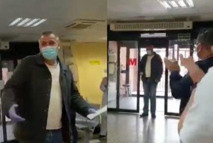Doctores sorprenden a taxista que traslada a pacientes de Covid-19