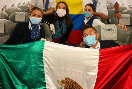 Vuelven 150 mexicanos que estaban varados en Colombia