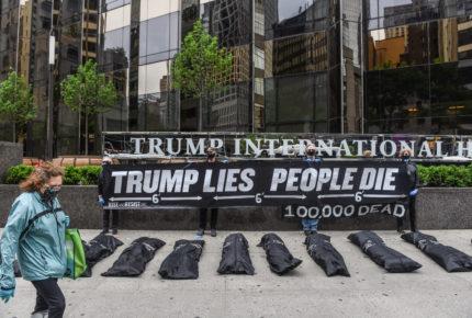 Dejan 'bolsas con cuerpos' frente al hotel del presidente Trump