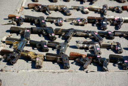 Por tráfico de armas, México demanda a fabricantes de EU
