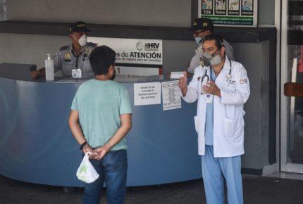 IMSS contrata a 17 mi médicos generales a falta de especialistas