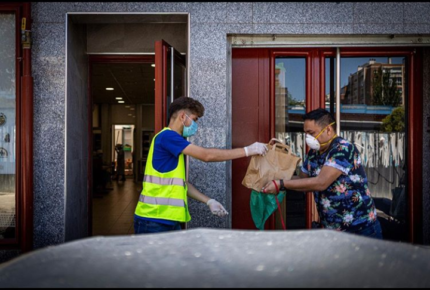 """Ante pandemia, artistas españoles ponen su """"granito de arena"""""""