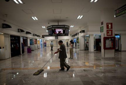 Cae 92.8% flujo de pasajeros en AICM por restricciones de Covid-19