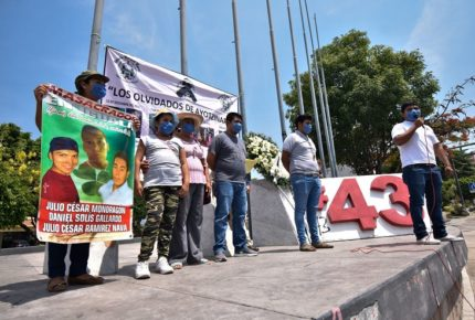 Protestan por normalistas de Ayotzinapa a 68 meses de su desaparición
