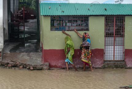 Potente ciclón Amphan azota India y Bangladés