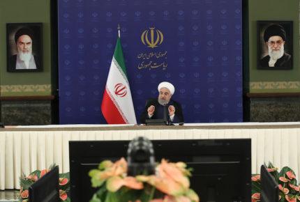 Irán reanuda plegarias colectivas en las mezquitas