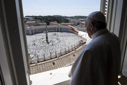 El Papa dirige rosario mundial desde la Cueva de Lourdes