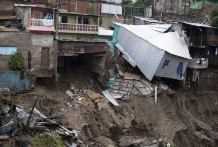 """""""Amanda"""" deja 15 muertos en El Salvador"""