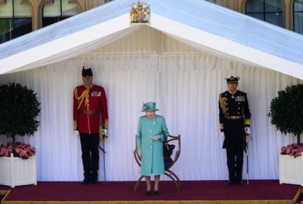 Celebración a Isabel II con poca asistencia por pandemia