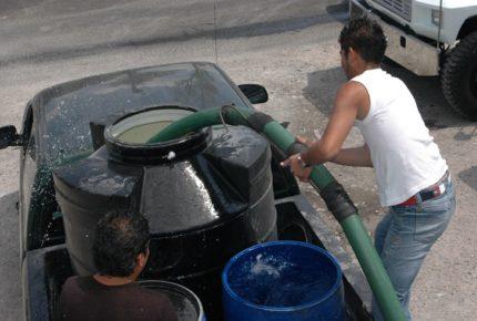 Más de 100 mil habitantes de Neza se quedan sin agua tras sismo