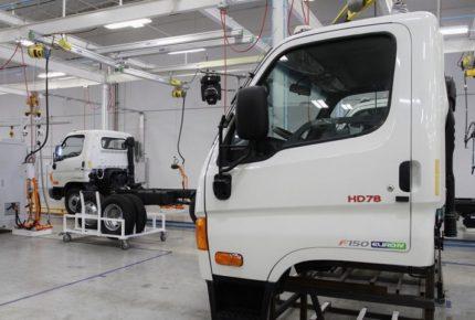 México y EU abren consulta sobre normas automotrices en el T-MEC