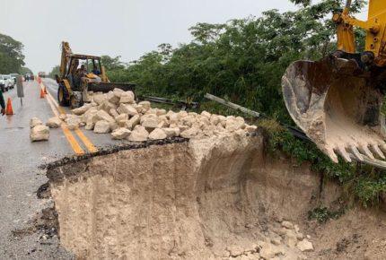 """""""Cristóbal"""" deja daños carreteros a su paso por Chiapas"""