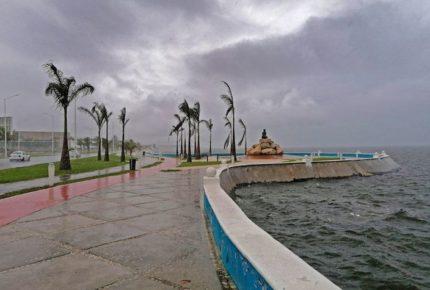 """""""Cristóbal"""" se aleja de costas mexicanas, pero causará fuertes lluvias"""