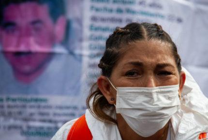 Plantón de familiares de desaparecidos suma una semana en el Zócalo