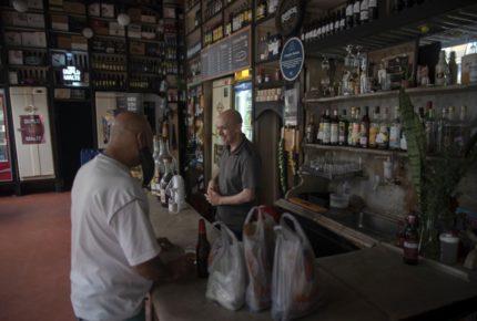 Abren bares y restaurantes en Río de Janeiro, Brasil