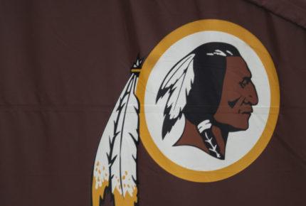 Tras polémica, Washington Redskins cambiará nombre y logo