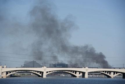 Tren de carga se descarrila e incendia en Tempe, Arizona