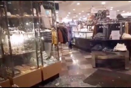 Sujetos asaltan tienda departamental en Azcapotzalco