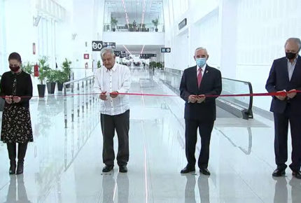 Inaugura AMLO ampliación de Terminal 2 del AICM